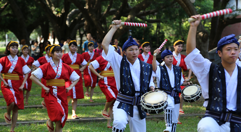 "Okinawa International University visits Tunghai for ""EISA"" traditional dance cultural exchange."