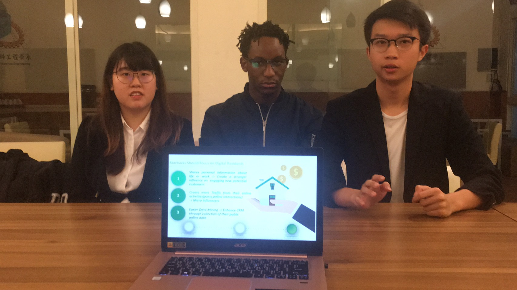 Self-Driven IBA Students Participate in the 2019 HSBC Taiwan Business Case Competition